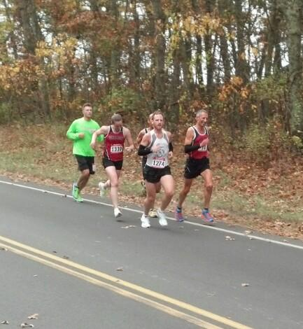 Reno Stirrat leads a pack that features 2nd place woman Helen Dinan.